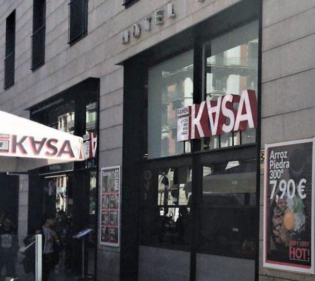 La cadena de comida asiática Kasa Ramenha abierto recientemente su primer establecimiento en pleno centro de Barcelona, en la...